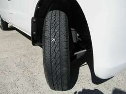 タイヤは安心の国内メーカー製!しっかり商用タイヤ履いております。