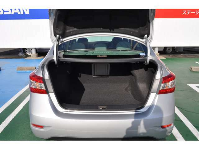 ☆釣り竿やゴルフバック等、長い荷物をトランクから後部座席にかけて突き抜けて載せられます!使い出すとなかなかいい装備です!