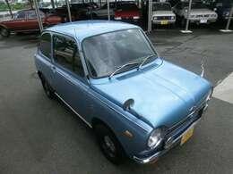 何処から見ても可愛い車。ボンネット、ルーフの塗装に少しの傷みがあったので、化粧直ししました。