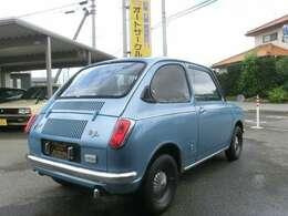 スバルR2 可愛い車です。爽やかな薄いブルーのボディカラーはオリジナル色ではありませんが、可愛いボディに良く似合います。