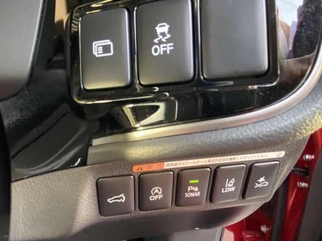 衝突被害軽減ブレーキやレーン逸脱警報など装備品も多彩な車です。
