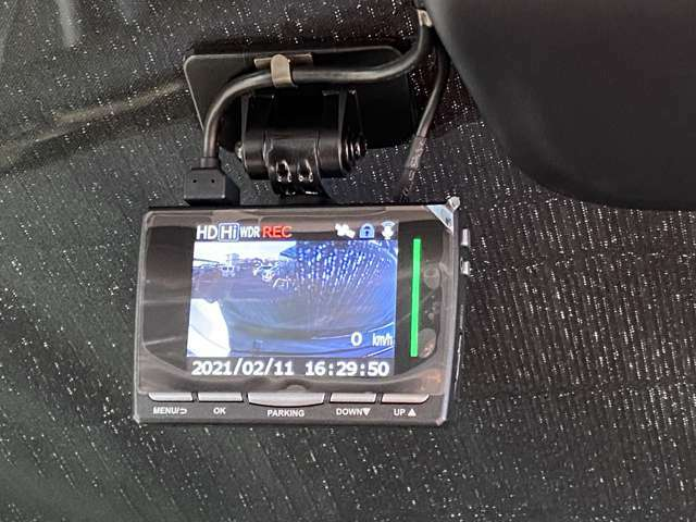 ドライブレコーダー装備!きめ細かく美しい映像で録画できるから、万が一の事故の記録も鮮明に残ります。保険会社や警察などに状況説明する際には説得力のある材料となります。
