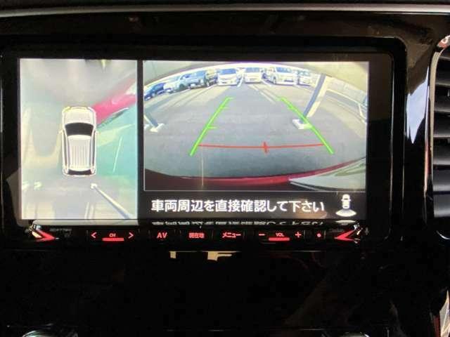 マルチアラウンドモニターならモニターを使って、真上から見下ろすような視点で、スマートに駐車ができます。