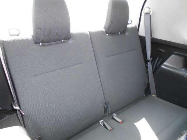 もしもの時には背もたれを起こして、3列目のシートを使うことができます。2名の乗車が可能です。