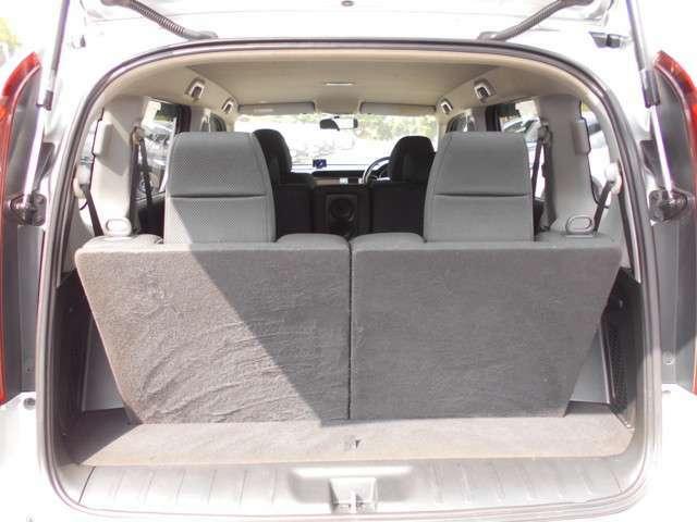 後方のシートからも前が見渡せるので、すべての席が開放的で快適な空間で過ごせます。