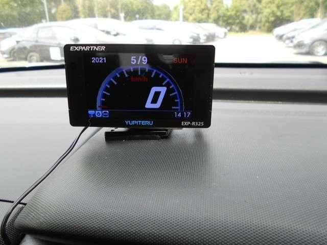 YUOITERUのGPSアンテナ内蔵レーダー探知機がついています。安心してドライブできます。