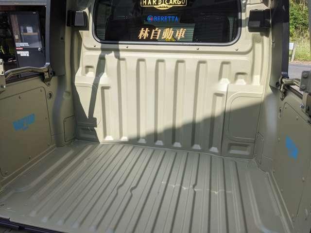 荷台はゴールドのラプターライナーで塗装済み!強度も確保できています。