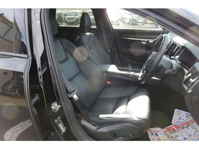 ☆革シート/パワーシート☆運転席は視界良好!快適ドライブが楽しめます!☆