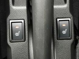 【特別仕様装備:前席シートヒーター】スイッチをいれると、運転席・助手席のシート自体が暖かくなる機能です。「暖房は体調崩すからちょっと・・・」という方にもお勧めです。