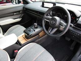 どなたでもベストなドライビングポジションで運転ができるマツダこだわりのシートをぜひご自身でご体感くださいませ♪