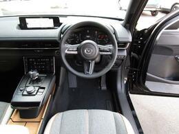シンプルながらも高級感のあるインテリアデザインです!視界が広く運転しやすいと感じます!