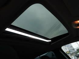 ●サンルーフ『室内を明るく照らしてくれます。開放感のある空間を作り出してくれます!』