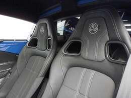 EMIRAが発表されましたが、今尚大人気の車両です。デイトナブルー×マットブラックのSPORT350如何でしょうか。