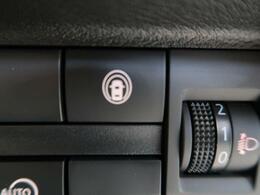 【e-アシスト】走行中に前方の車両と歩行者を認識。衝突の危険が高いと判断した場合に警報や緊急ブレーキで衝突回避や衝突時の被害軽減を支援します。
