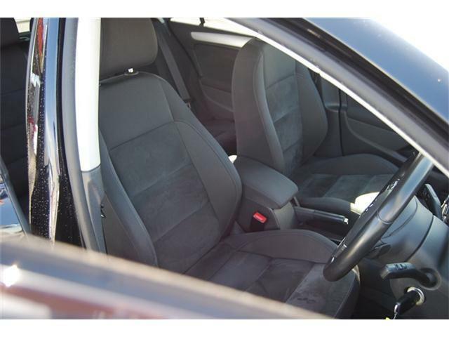 運転席は足元も広く広々として窮屈がなくストレス等も感じない運転席です!!