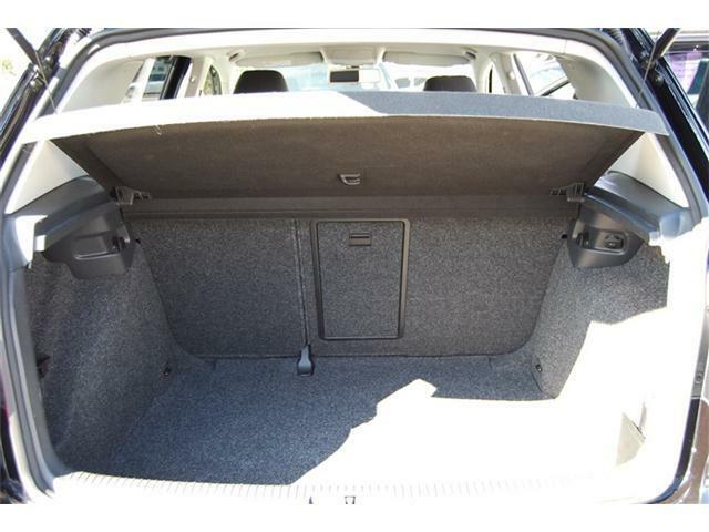 トランクルームは後席を倒すと広々とした収納スペースが確保できます!フルフラットのなるので荷物の出し入れも楽々でできます。