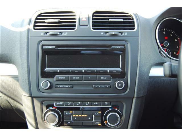 純正CDオーディオがついております。運転中も操作楽々です!