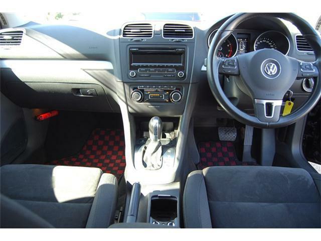 エアコンスイッチは左右独立タイプで運転席・助手席別々の温度調整が可能です!パネル・スイッチ関係傷等ございませんので綺麗な状態です。