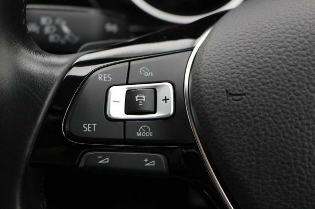 ACC(前車追従機能)をステアリングスイッチで簡単操作出来ます。