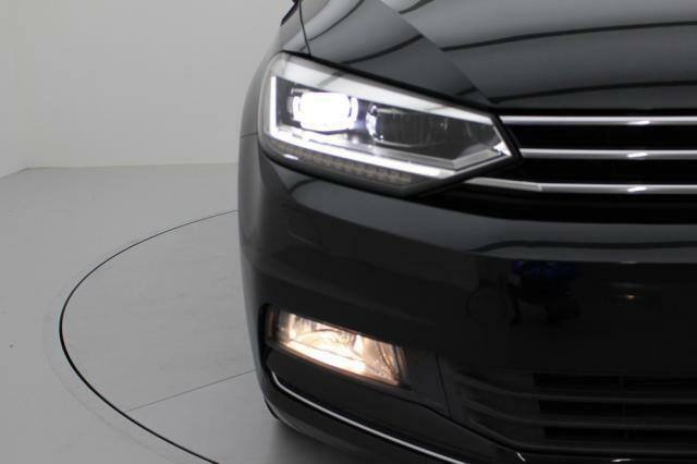 LEDヘッドライトは消費電力を抑え高寿命且つ高い視認性を誇ります。