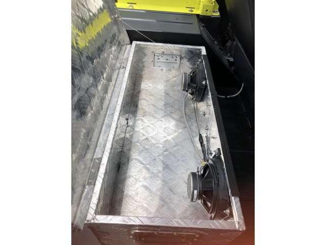 トランクの収納BOXにはスピーカーもあります!!車のことなら当店にお任せください!!!あいおい損保代理店です。お客様とお車の安全をお守りいたします。無料お見積りいたしますのでお気軽にご相談ください!!