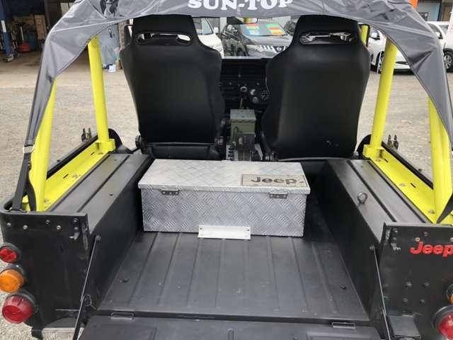 トランクルームになります☆2人乗りでトランクは収納BOXもありスッキリしています。荷物を載せるなら最適です。フロア塗装も施工済みです