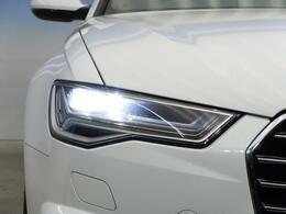 ●LEDハイビームが多数独立で存在し、ハイビーム時に対向車や前方を走る車の部分をロービームに切り替えが可能!!シーケンシャルウインカーも装備!!