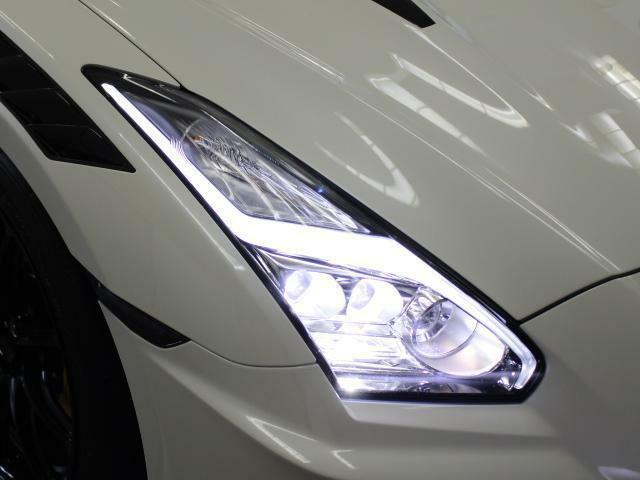 LEDヘッドライトでトンネル内や夜の走行でも明るく照らしてくれますね!!