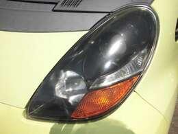ヘッドライトもキレイです♪そしてこんな値段の車でも安心の鑑定証付きです!この車は販売店の独自の状態表とは異なり、第三者機関日本自動車鑑定協会のJAAA鑑定書を自信をもって発行しています!!