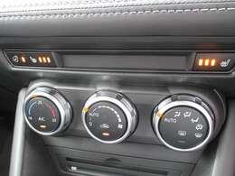 シートヒーター&ハンドルヒーター付き。簡単操作のオートエアコンで、年中快適です。