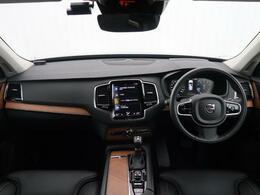 弊社にてデモカー使用しておりましたT6インスクリプションをご紹介♪内装には厳選された素材がちりばめられており、北欧のモダンな温かさを感じられるようになっております♪感性をくすぶるボルボをご覧ください♪