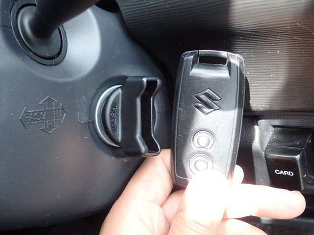 ここまで技術がきました!!カバンやポケットに入れて持っているだけで、ボタン一つでドアを開閉できます。慣れると大変ですよ!