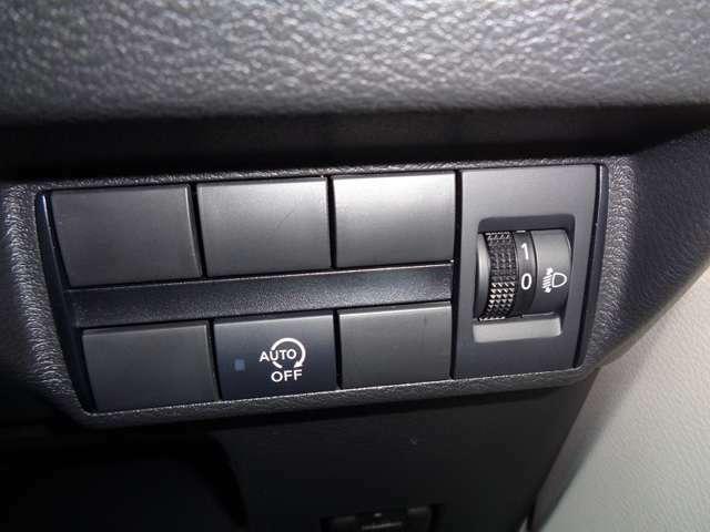 アイドリングストップで信号待ちで無駄な燃料消費を抑え燃費アップ!スイッチ
