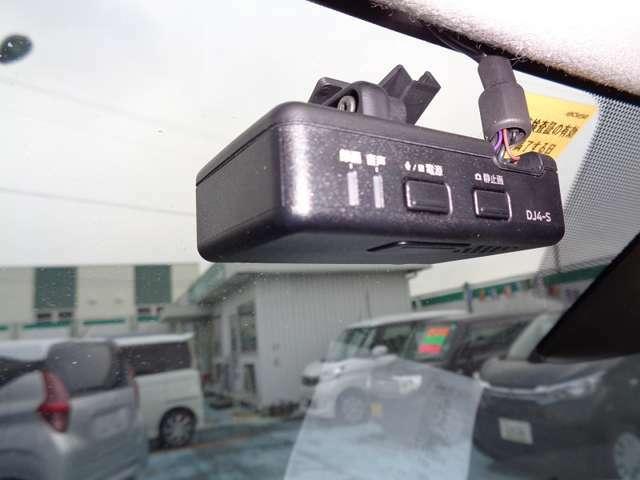 ドライブレコダー付きですのでもしもの時は安心。