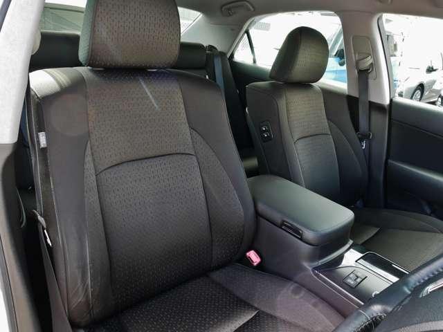 運転席シート☆当店別途オプションでシートカバー取付もできますのでご相談下さい☆当店では、納車前に徹底したクリーニングを施工させていただきます☆
