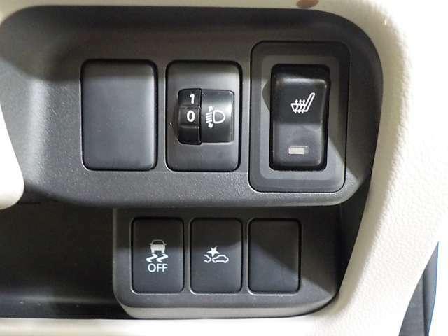 安心のエマージェンシー(衝突被害軽減)ブレーキ、横滑り防止装備
