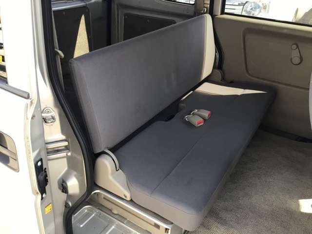 後席スペースも充分なスペースを確保しております。