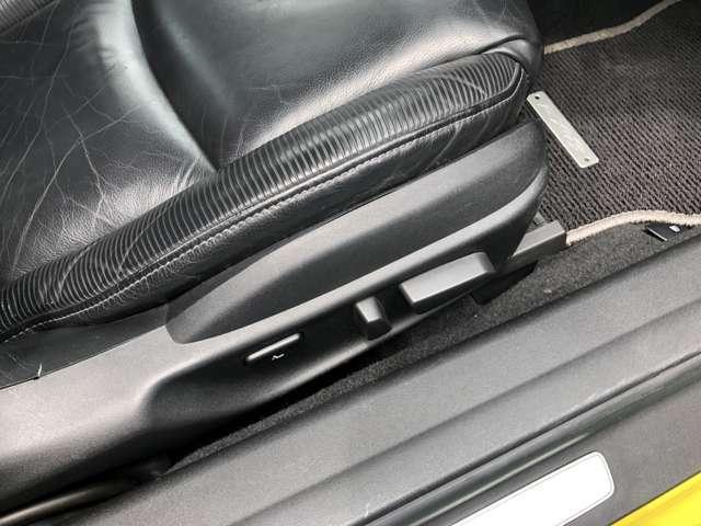 シートの位置も簡単に微調整出来るので、お客様の一番運転しやすい姿勢で、安全に運転を楽しめますよ!!