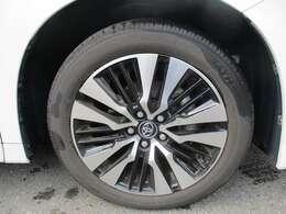 純生アルミホイール付きタイヤです。サイズは235/50/R18です。