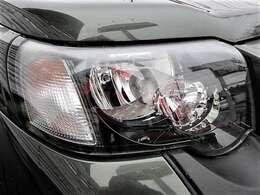 クリアが残った非常にきれいなヘッドライト♪ヘッドライトがきれいだと車の印象がとてもよくなります♪別途オプションでHIDの取り付けも可能です♪