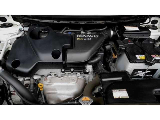 全長は4.6m、全幅は1.855mと広め、直列4気筒DOHC16バルブの2.5Lエンジンを搭載