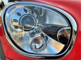 ヘッドライトのレンズもクリアできれい♪ヘッドライトがきれいだと車のイメージも良くなりますよね♪プロジェクタータイプのHIDですのでより明るくより遠くを照らしてくれます♪