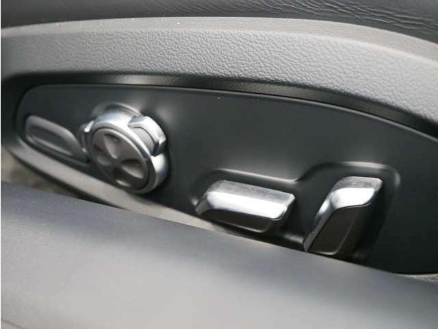 電動式のシート。運転席に多少の使用感があるものの非常に綺麗な状態です。
