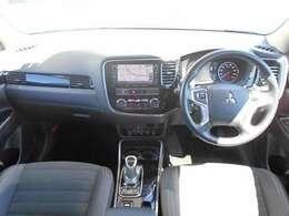 左右独立式オートエアコンで、運転席と助手席で温度設定を変える事ができますよ。