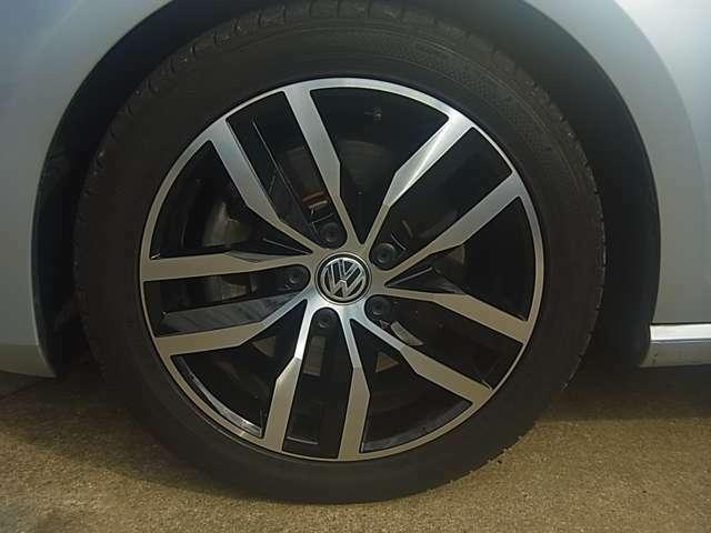 17インチ純正AW、輸入車のおしゃれは足元から!細部までこだわったデザインです。