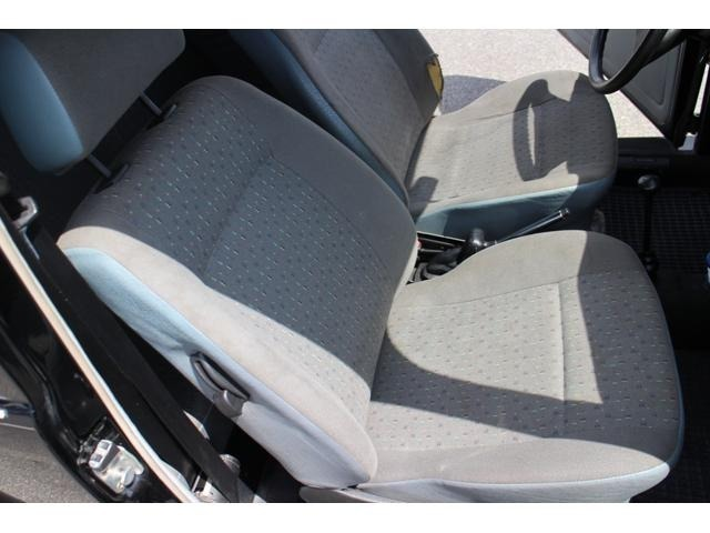 助手席のシートは若干の汚れはございますが綺麗な状態を保っております♪