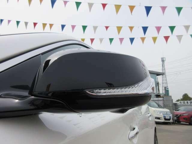400R専用、ブラックウィンカーミラー付き♪ボディカラーに合わせたデザインで、より引き締まるデザインになっております♪