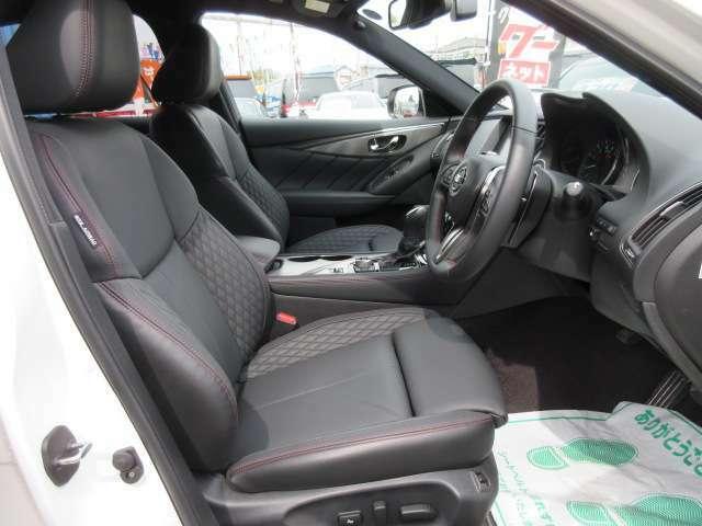 専用インテリア&専用ブラック本革シート付♪ 専用ダイヤステッチ柄のシートで、高級感とスポーティな仕上がりになっております♪