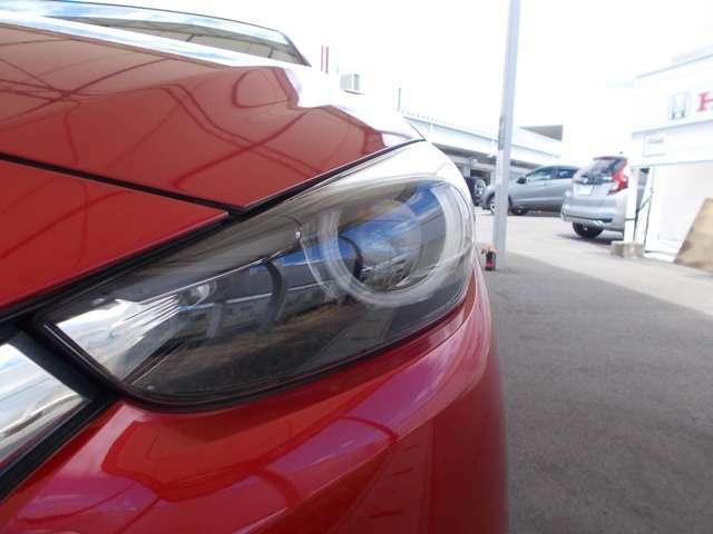 ヘッドライトは省電力、白っぽい光で明るいLEDヘッドライトです。