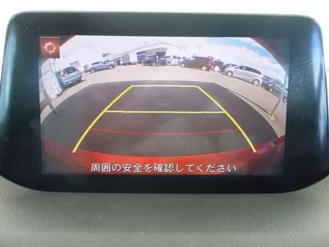 バックモニター付きで、車庫入れやバック時の後方確認をサポート。